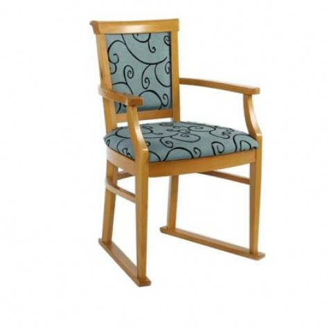 Nice Carver Chair with Skis